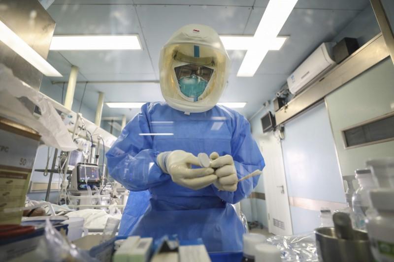 中國武漢爆發的新型冠狀病毒引發的肺炎(COVID-19)疫情持續延燒。(美聯社)