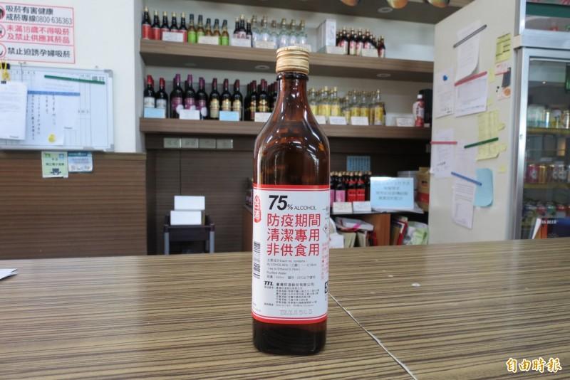烏日啤酒廠開賣75% 600CC酒精。(記者蘇金鳳攝)