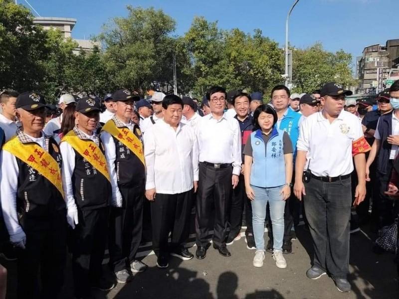 顏清標(左四)親自率隊南下。(記者蔡清華翻攝)