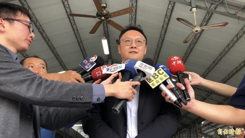 對於罷韓連署通過30萬份,高雄市新聞局長鄭照新表示,市府現關注在市政上。(記者許麗娟攝)