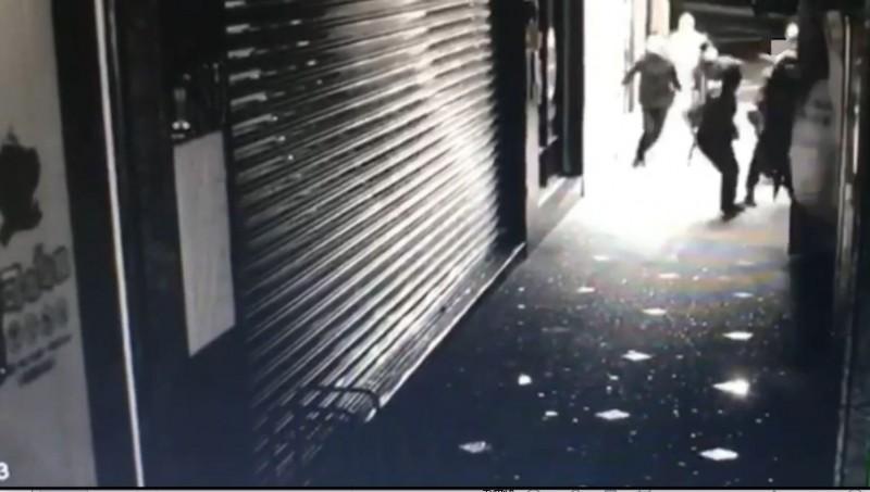 新北市蘆洲運動中心附近超商傳出惡煞打人。(記者吳仁捷翻攝)