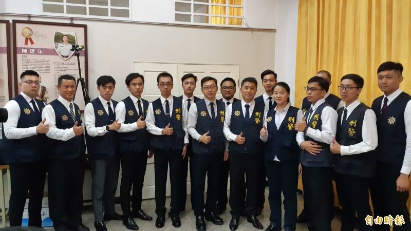 台東警分局偵查隊的青年幹員,平均年齡30歲,聯手逮獲南部大毒梟林孝道。(記者黃明堂攝)