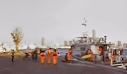 海巡隊救起緬甸船員時,雙臂已斷且無生命跡象。(記者洪定宏翻攝)