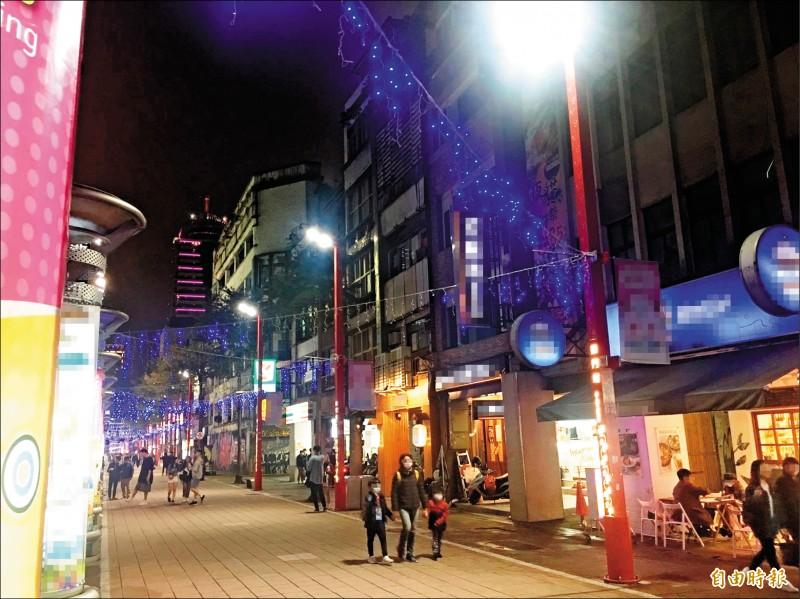 警方在西門町電影街內的日租套房內尋獲失聯的3人。(記者劉慶侯攝)