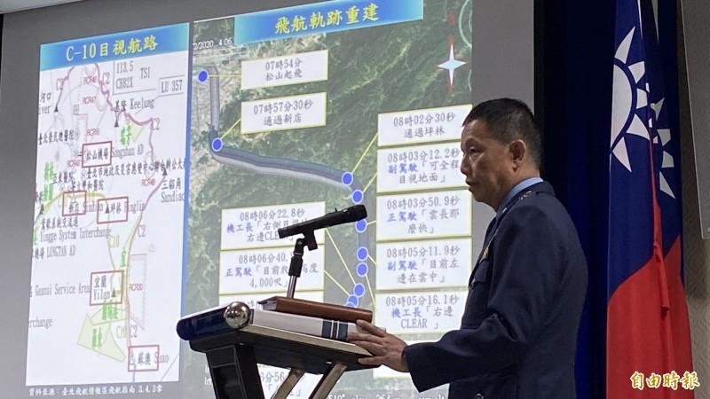空軍督察長黃志偉表示,未來救護隊專機都會採「雙正駕駛」執行任務。(記者叢昌瑾攝)