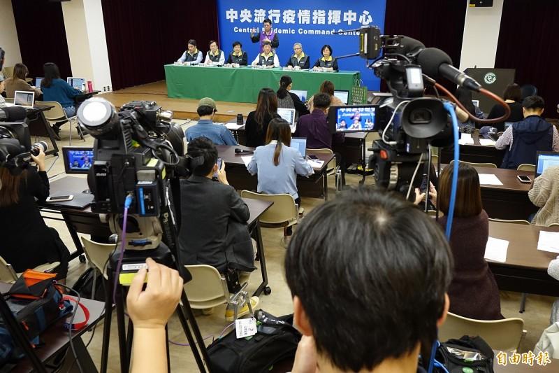 指揮中心今天說名,首批從中國武漢包機返台的台商即將在2月18日隔離解除, 246位全都身心狀況良好。(陳志曲攝)