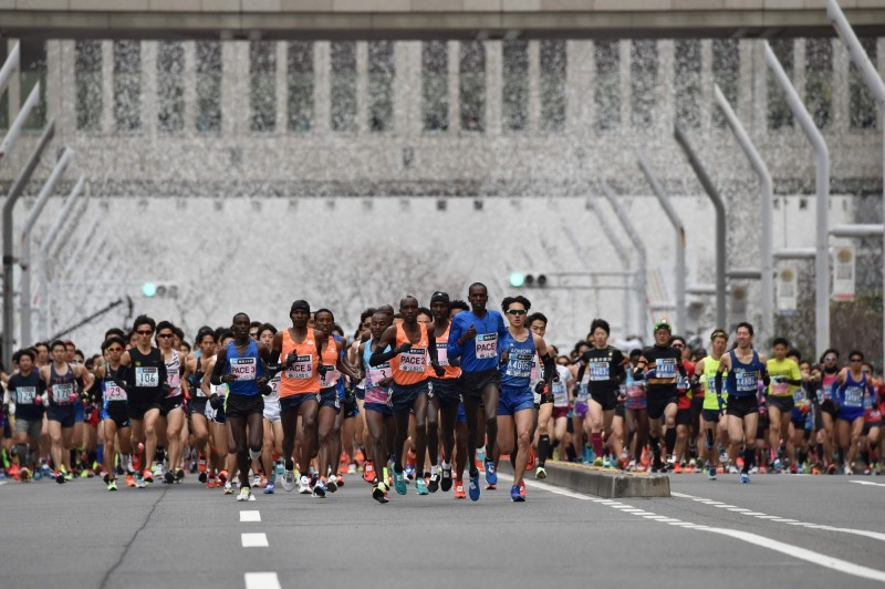 東京馬拉松呼籲居住中國的選手自願棄賽。圖為2018年東京馬拉松。(法新社資料照)