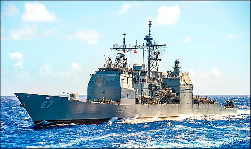 美軍繼今年一月十七日派一艘提康德羅加級神盾巡洋艦夏洛號(CG-67)航行台灣海峽後,昨亦派出一艘作戰艦行經台海。圖為夏洛號巡洋艦。(取自美國海軍臉書)