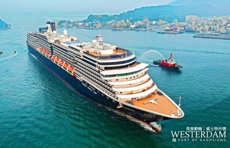 遭多國拒絕停靠的美國郵輪「威士特丹號」出現首例確診美國女性,該郵輪曾在2月4日停靠過高雄港,當時有上千位遊客下船觀光。(取自高雄港務分公司臉書)