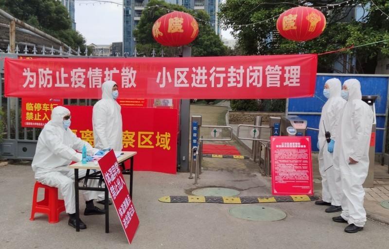 中國湖北省荊州市荊州區宣布,今下午2點起實施封閉管理。圖為湖北省武漢市實施社區封閉管理情形。(路透)