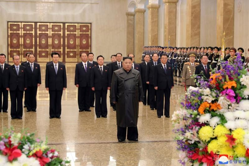 中國武漢肺炎疫情爆發後,金正恩神隱22天未露面,直到昨天(15日)才出席公共場合。(路透)