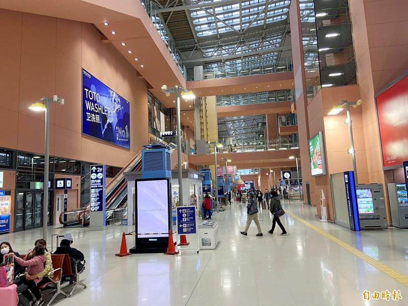 People walk in the departure hall at Kansai International Airport in Osaka, Japan, on Monday last week. Photo: Tsai Tsung-hsien, Taipei Times