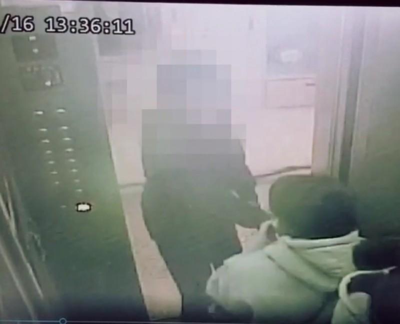 蘇嫌上月因為1萬5千元遭竊,與黃女(右下)爭執。(記者王宣晴翻攝)