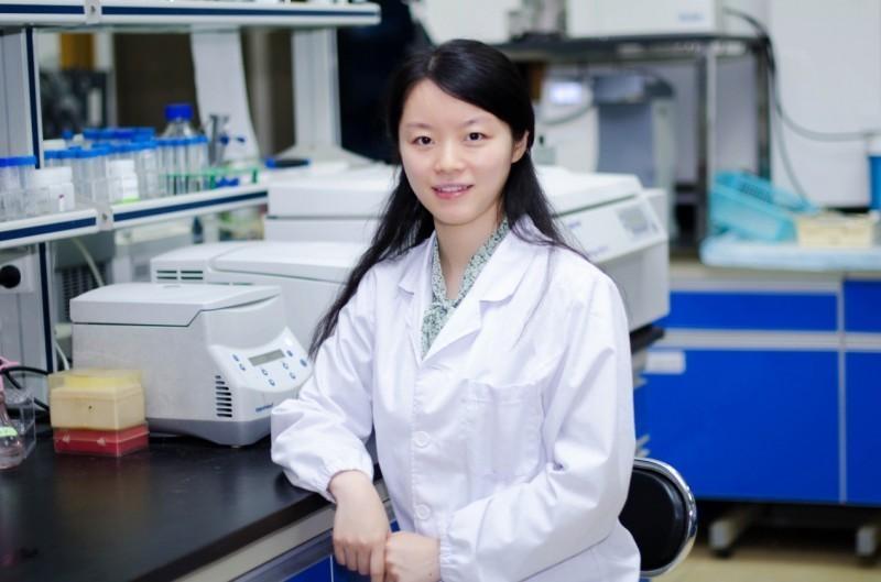 39歲王延軼(見圖)只花6年升上擁有P4實驗室的武漢病毒研究所所長,被質疑「靠夫上位」,學經歷和能力也都被質疑,如今疫情爆發,更被指控洩漏病毒。(圖取自武漢病毒所)