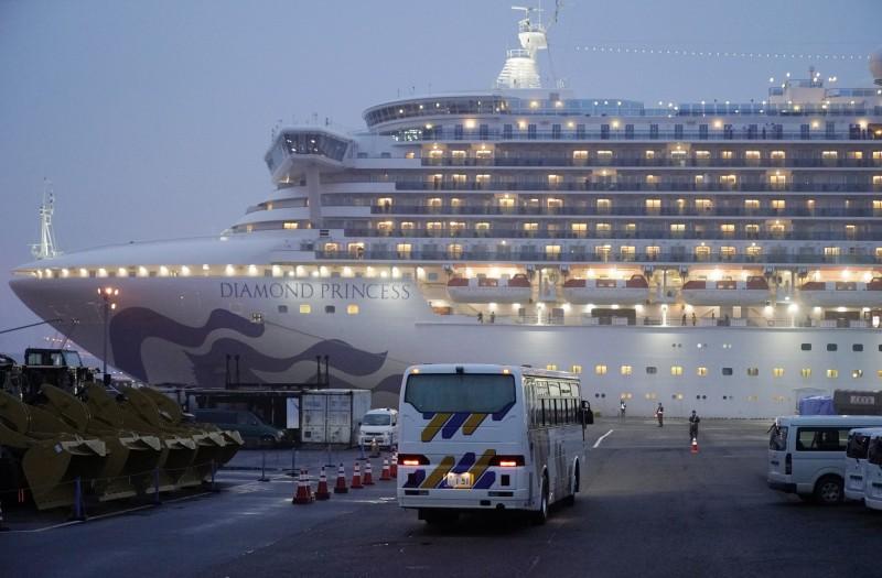 鑽石公主號上最悲情的恐怕是1000多名船員們,他們等到所有乘客撤離後,還需另外隔離14天。(歐新社)