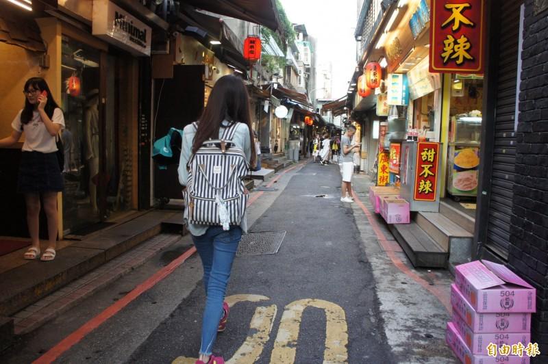 中國武漢肺炎疫情影響,台北商圈業者反映近2周人潮掉了3至5成。圖為師大商圈。(資料照)