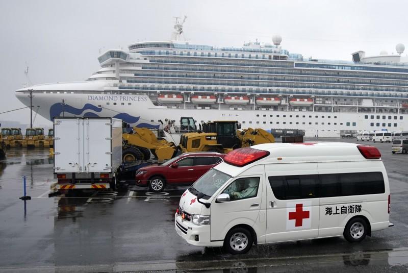 日本厚生勞動省今(17日)宣布,1名50多歲厚生勞動省職員11日登鑽石公主號作業後,確診罹患武漢肺炎。(歐新社)