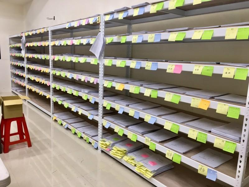 為了安全起見,罷韓連署書已分散到多個地點存放。(記者葛祐豪翻攝)