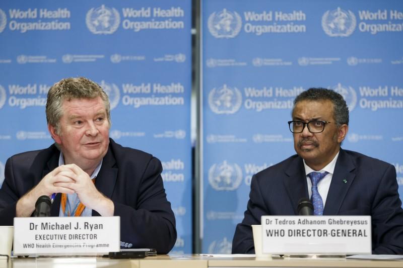 世衛公共衛生緊急計畫執行主任萊恩(Michael Ryan,圖左)和世衛秘書長譚德塞(Tedros Adhanom Ghebreyesus,圖右)。(歐新社)