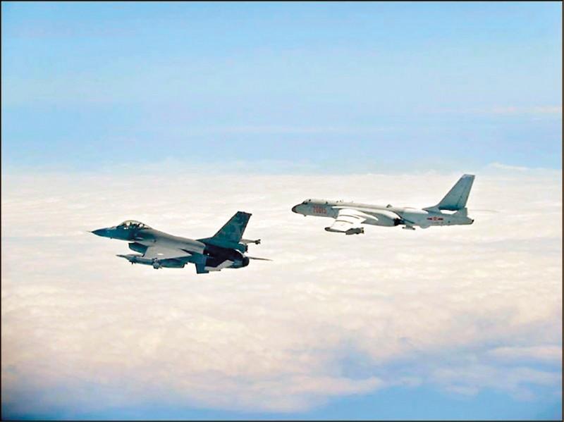 中共軍機日前罕見連續兩天繞飛台灣,還曾「鎖定」我方F-16等軍機,情勢一度緊繃。(資料照,國防部提供)