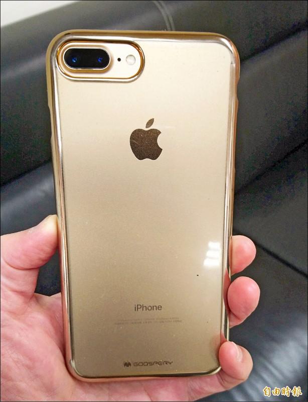 賴男手機定位方式發現他失竊的iPhone手機被菲律賓籍漁工使用。示意照。非本案失竊手機。(記者李立法攝)