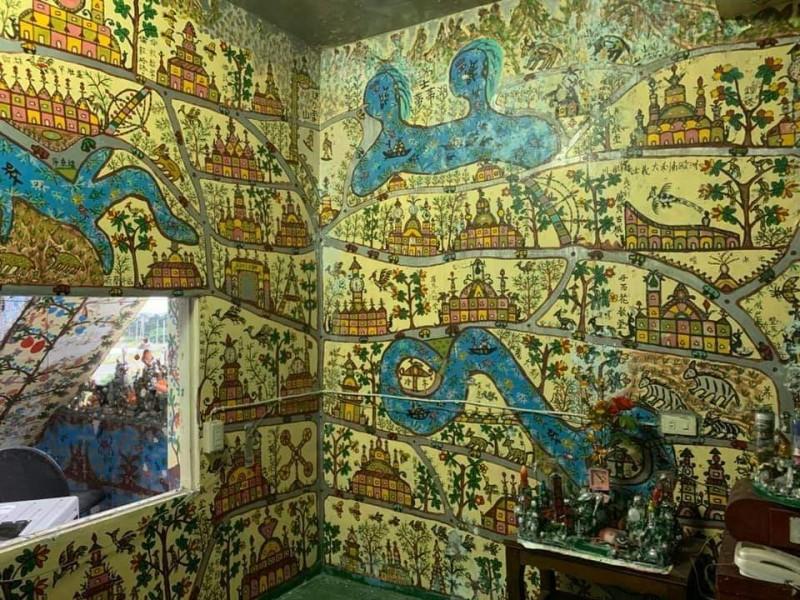 宜蘭一名8旬老翁生前花了10多年彩繪住家,畫風很洪通。(記者張議晨翻攝)