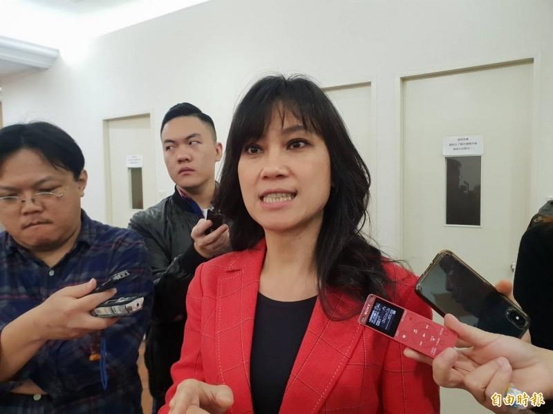 我國護照上無法辨識往來中國的紀錄,使台灣遭國際間矮化,行政院發言人谷辣斯.尤達卡(Kolas Yotaka)表示,政府將研擬相關做法。(記者李欣芳攝)