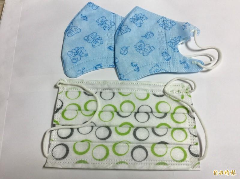台中市長盧秀燕今天宣布,台中市將加碼送國小以下學童每人2片口罩,讓家長不必擔憂開學無口罩可用。。(記者蘇孟娟攝)