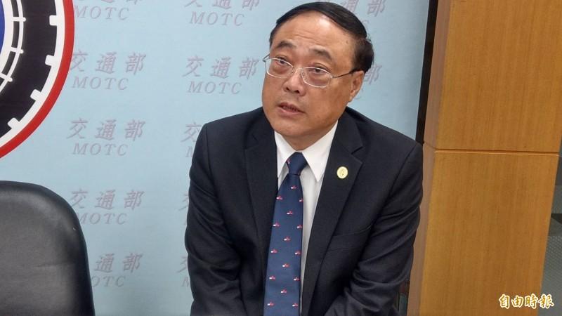 交通部觀光局長周永暉說明針對觀光產業提出5大紓困方案,總經費高達32億元。(記者蕭玗欣攝)