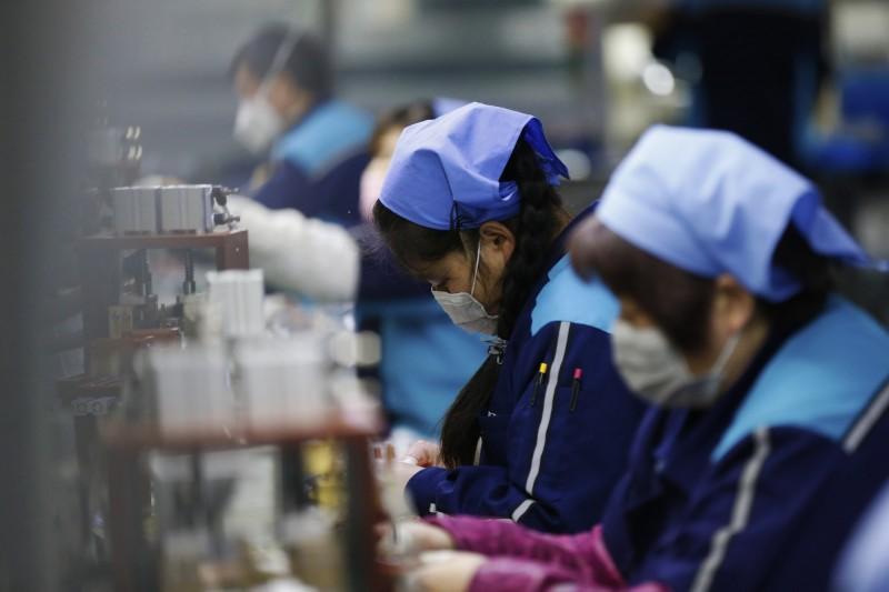 中國全國政協經濟委員會副主任劉世錦指出,當局應爭取在2月底控制住疫情,若延燒到3月後,很多企業都會倒閉破產。(歐新社)