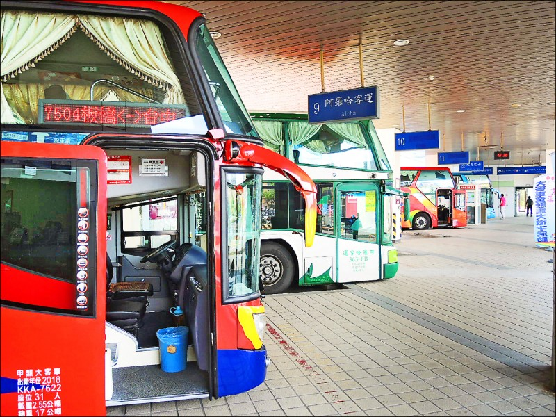 受到武漢肺炎疫情影響,國道客運業者大受影響,多家業者已向交通部公路總局申請減班並獲核准。(資料照)