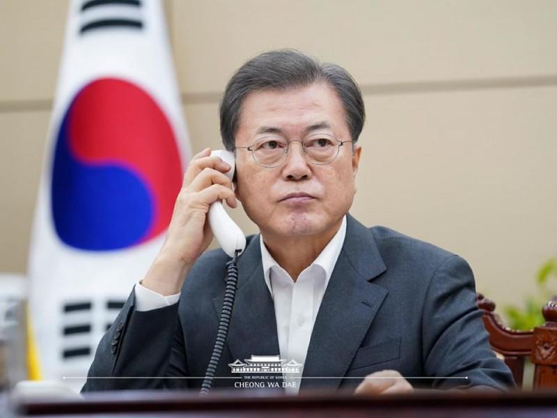 武漢肺炎在南韓境內今(21)日疫情飆升,在此之前南韓總統文在寅和中共領導人習近平曾通過電話,並對中國表達大量信任,指出若2國合作,就能打擊肺炎疫情。(圖擷自青瓦台臉書)