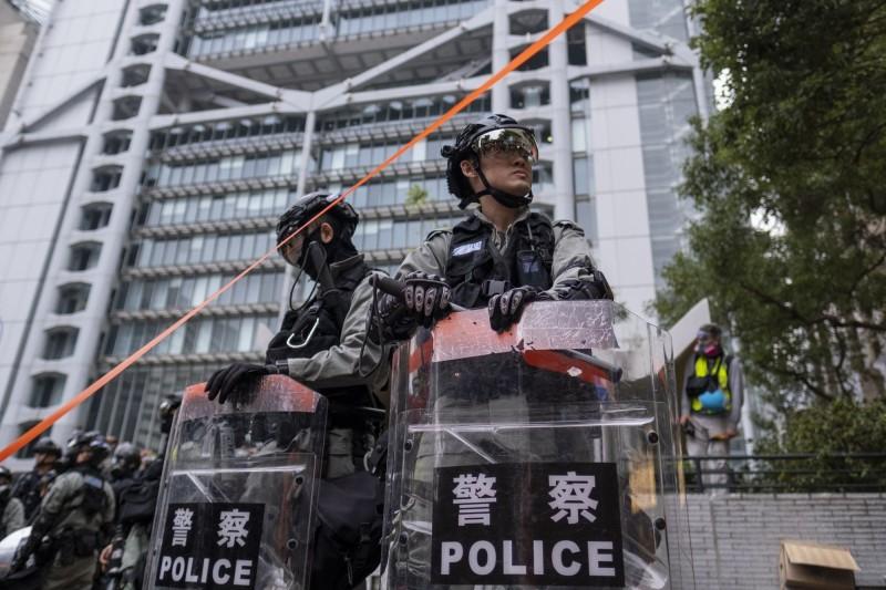香港首度出現警察確診武漢肺炎案例,案例為一名駐守北角警署的48歲男姓警員,負責東區警區防暴隊工作,2月18日出現發燒症狀後,當天仍出席一場警官的榮休飯局。(示意圖,彭博資料照)