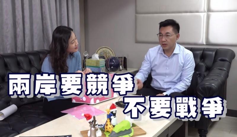 江啟臣回答網友提問時說,國民黨主張擱置目前政治爭議,展開兩岸交流,並且解決交流所產生的問題,「兩岸要競爭,不要戰爭。」(擷取自「中國國民黨 KMT」臉書)
