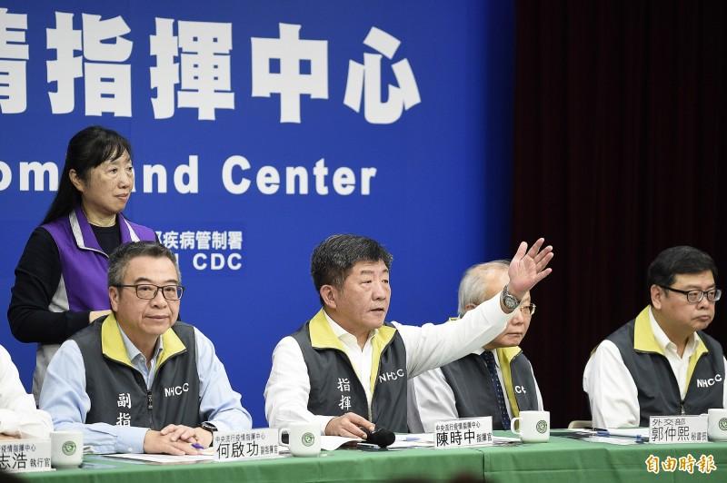 我國中央流行疫情指揮中心今天宣布提升日韓兩國的旅遊疫情建議到第二級「警示」(Alert);指揮官陳時中說,之後還會根據疫情發展,不排除做相關邊境管制。(記者陳志曲攝)