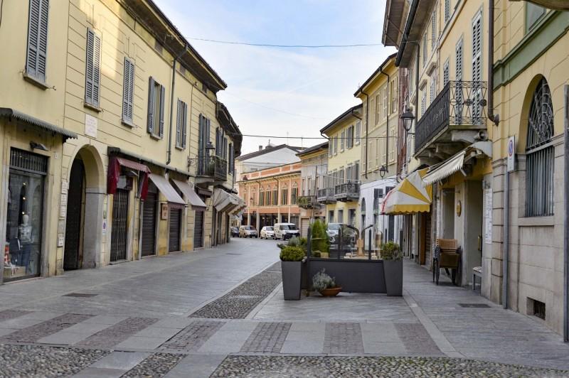 科多諾市(Codogno)下令關閉公共場合活動,街上空無一人。(歐新社)