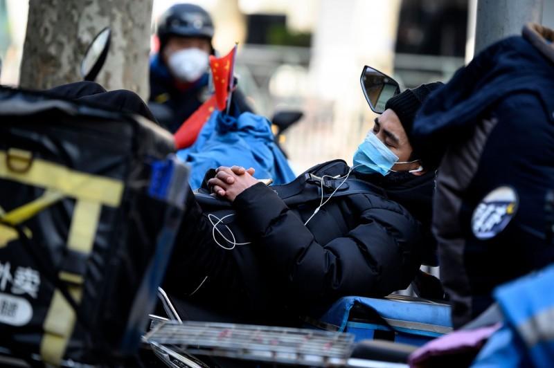《自然》期刊報導,國際專家分析,武漢肺炎疫情「可能在3月下旬到5月下旬之間達到高峰」。示意圖。(法新社)