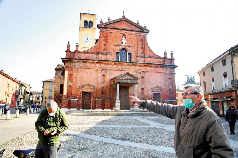 義大利科多諾廿二日實施全鎮封閉措施,以防疫情持續擴散。 (美聯社)