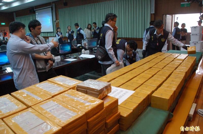 屏東檢方前年底在枋山海邊查獲市價60億元的走私海洛因磚。(資料照)