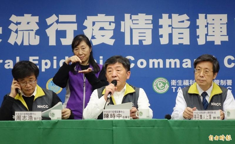中央流行疫情指揮中心昨公布國內新增2例武漢肺炎。(記者方賓照攝)