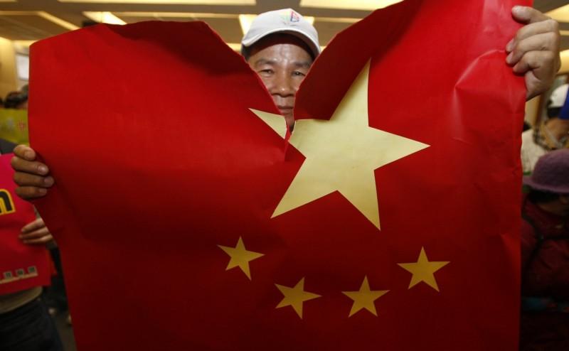 新型冠狀病毒從中國湖北省武漢市傳播到世界各國,目前全球已有數萬例確診、數千人死亡。(路透檔案照)