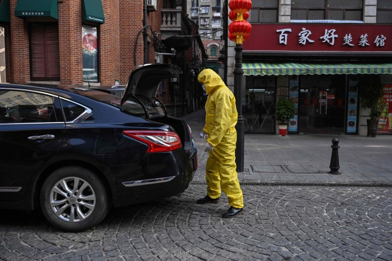 中國湖北省武漢市武漢市新冠肺炎疫情防控指揮部今(24日)發布「關於加強進出武漢市車輛和人員管理的通告第17號」,有限度地開方車輛和人員進出。(法新社)
