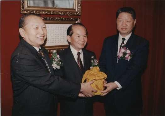 前退輔會主委周世斌(左1)今晚在北榮辭世,享壽89歲。(中央社)