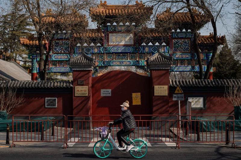 中國武漢爆發的新型冠狀病毒引發的肺炎(COVID-19)疫情持續延燒,全球確診病例不斷新增。(法新社)