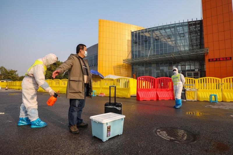 中國湖北省武漢今(24日)中午突然解禁,但僅僅過沒幾個小時,又再度宣布解禁通告無效。(歐新社)