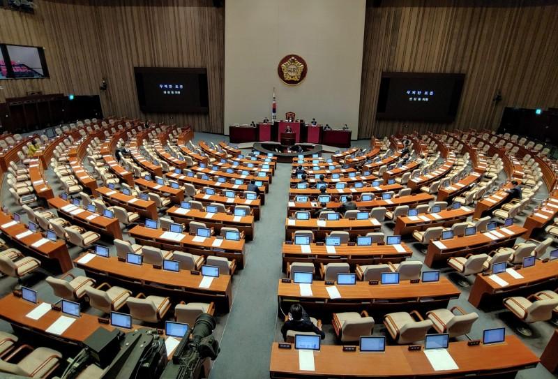 南韓國會副議長兼未來統合黨黨代表沈在哲,以及自由韓國黨國會議員郭尙道、全希卿,因為與確診者接觸過目前都在接受病毒篩檢。(歐新社)
