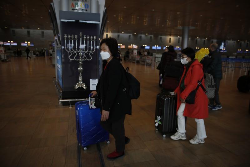 南韓一團39人赴以色列的朝聖團,發生大規模交叉感染,全團39人有28人確診。以色列南韓遊客示意圖,與本新聞無關。(美聯社)