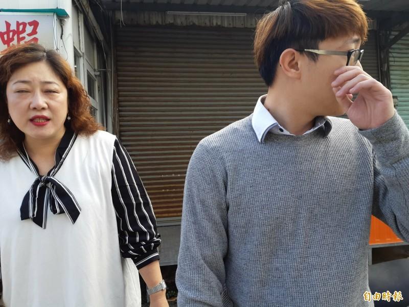 遇車禍救人的王美弟母子。(記者黃明堂攝)