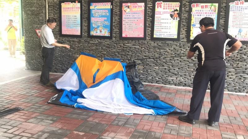 大進國小校方今將防疫用的帳篷拆除,發燒學生將另外安置在學校適當空間。(讀者提供)