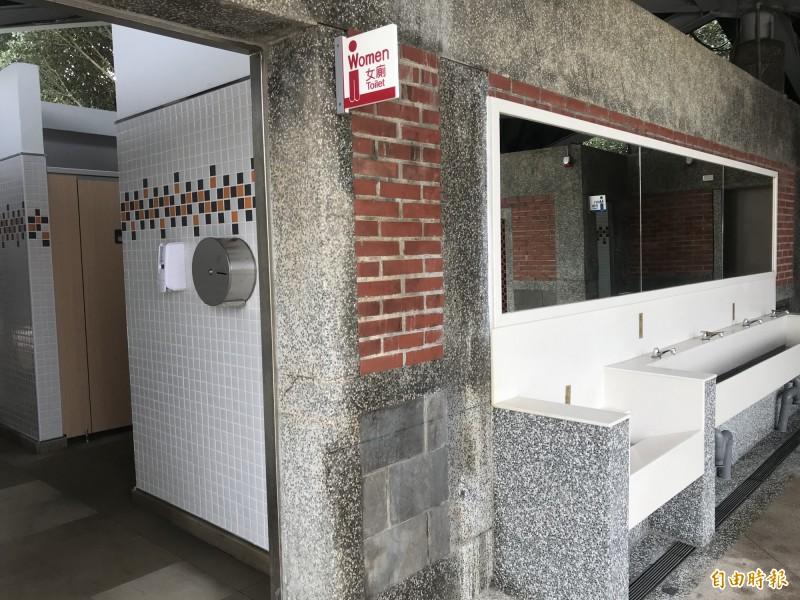 北觀處改建使用率高的三芝淺水灣公廁,2月初完工啟用。(記者陳心瑜攝)